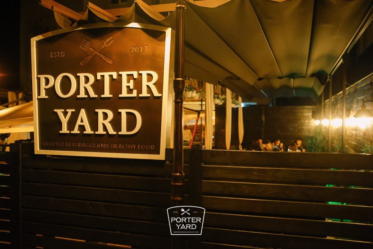 Porter YARD / Terrace and restaurant